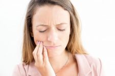 7 Ways to Tell If You Are Living With An Infected Tooth
